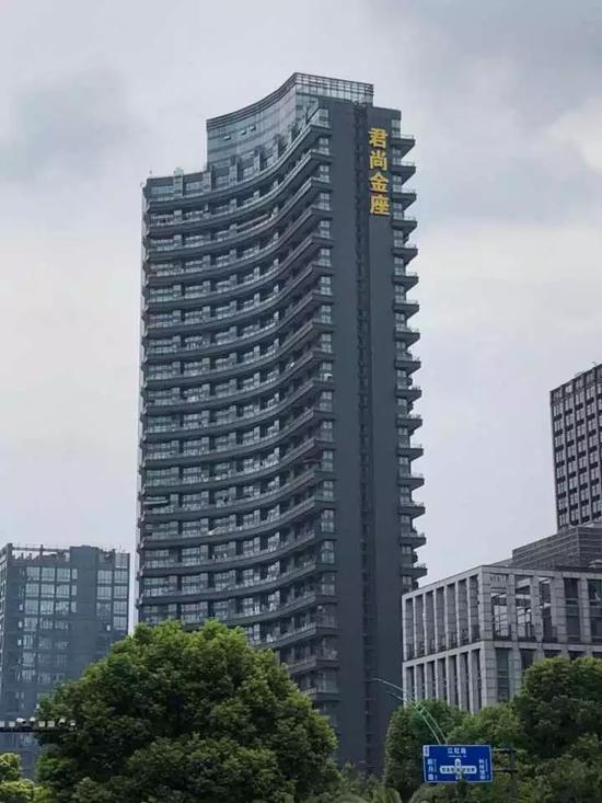 事发公寓楼 钱江晚报记者詹程开摄