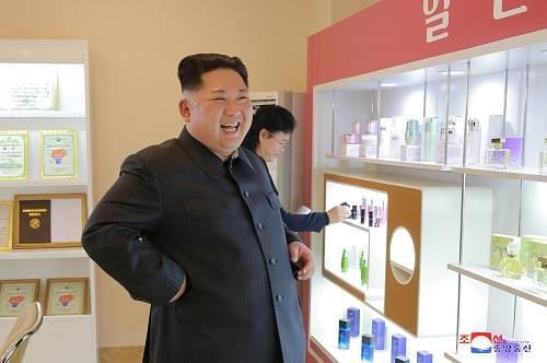金正恩视察化妆品厂:生产更多具有世界竞争力化妆品_《参考消息》官方网站