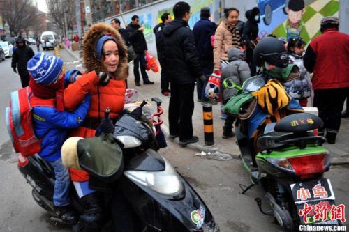 """家長用超標電動車 孩子被扣""""道德品質分"""""""