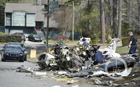 一架小型飞机在美国佐治亚州坠毁