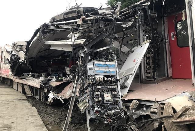 台脱轨列车事前延误遭急催 司机边开车边处理故障