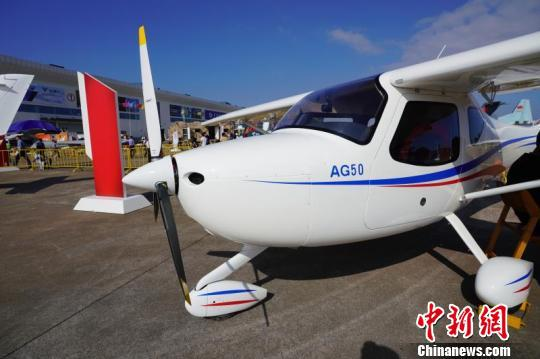 """中国航展:""""领雁""""AG50轻型运动飞机成功售出50架"""