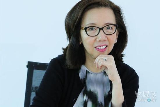 龚万仁具备丰富的员工管理经验。她曾担任沃尔玛全球电商执行副总裁。在雀巢,她最初担任首席财务官,而随后成为了亚洲、大洋洲和撒哈拉以南非洲的负责人。此外,她也担任阿里巴巴董事会成员,以及审计委员会成员。图片来源/wrgogo.com