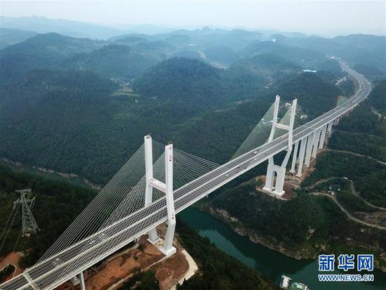 (新华全媒头条·图文互动)(9)从万桥飞架看中国奋斗——在贵州高高的山岗上