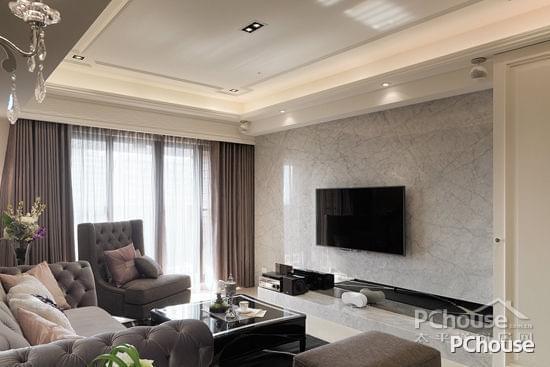 简约欧式风格电视墙装修效果图 简约欧式风格电视墙装修效果图2 卡拉拉白大理石营造纯净清爽,台面之处局部以镜面跳色,创造视觉变化。
