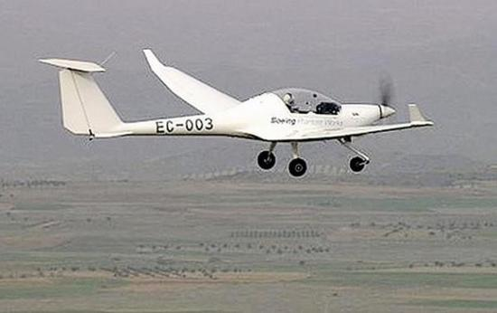 我国首架有人驾驶氢燃料电池飞机试飞成功 width=