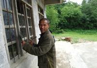 乡村教师一个人教20名学生 卖牛掏积蓄建两间教室