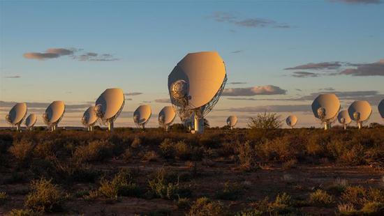 南非功能强大的新射电望远镜揭幕 是现望远镜的50倍