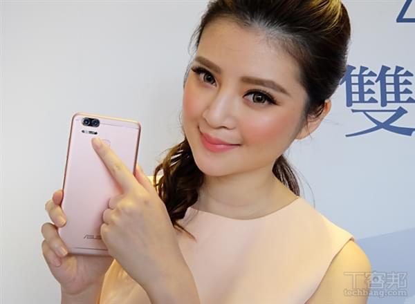 华硕ZenFone 3 Zoom上市:双镜头/5000mAh的照片 - 3