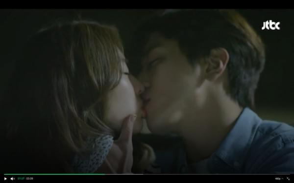 郑容和、李沇熹热吻