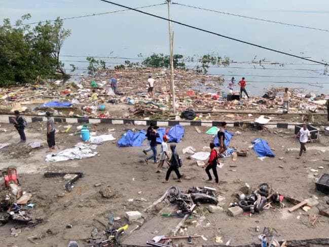 印尼海啸已致410人遇难 气象局过早解除警报引争议