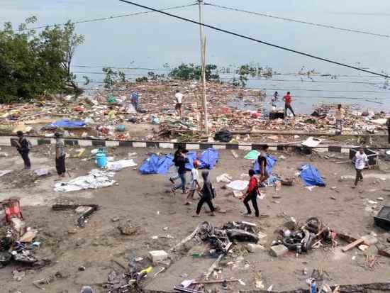 印尼海啸已致420人遇难 气象局过早解除警报引争议