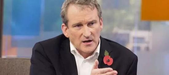 英国教育部长Damian Hinds也希望学校考虑学生的索赔