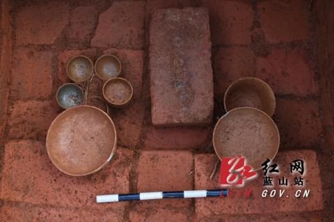 蓝山发现东汉,唐代两座古墓 出土陶器铜器等27件