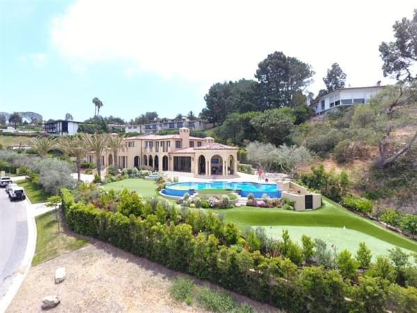 美国男子将自家泳池设计成《星空》版本的照片 - 3