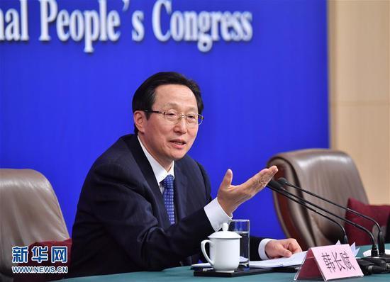 """(两会·XHDW)(2)农业部部长韩长赋等就""""实施乡村振兴战略 推动农业转型升级""""答记者问"""