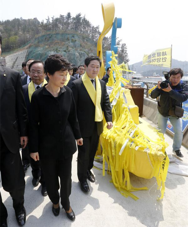 """韩军方曾建议朴槿惠""""别打捞世越号"""":花钱还不讨好"""