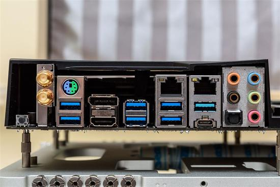 砍掉超线程!Intel i7-9700K深度评测:战平R7 就是太贵