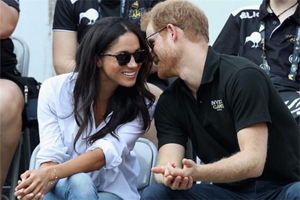 娶媳妇不忘娘!哈里王子送未婚妻戒指 镶戴妃钻石