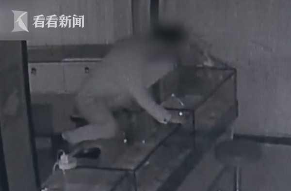 密室盜竊?男子為偷一部千元手機 在廁所蹲守一夜
