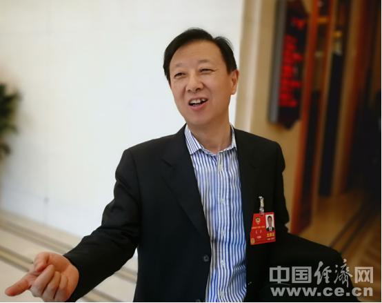 证监会副主席遭围堵:记者追的不是我 是中国股市