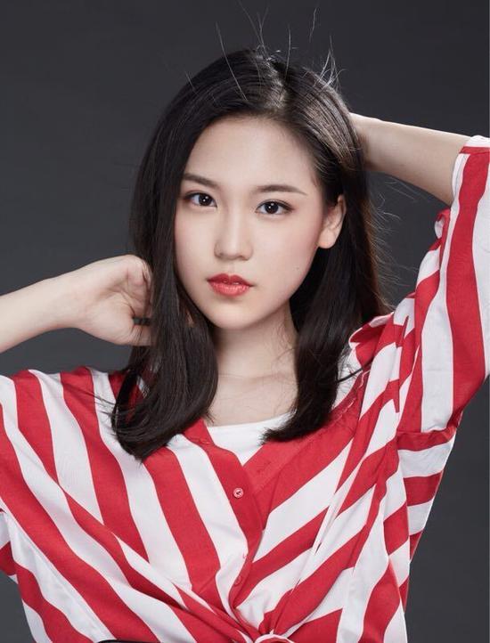 戴韩安妮出演《爱情四季》 (2).jpg
