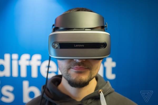 联想将推出基于Windows全息平台的首款VR头戴式装置的照片 - 1