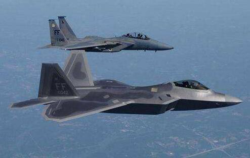 罕见!美40架战机同赴英演习 模拟欧洲爆发战争