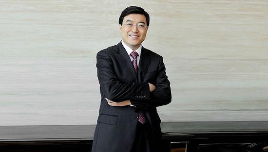 伊利股份董事长潘刚现身2017年伊利年度股东大会