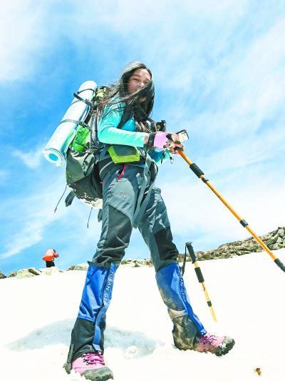 大三女生28个月登顶30座山峰 完成与亡母的约定