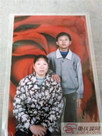 单亲妈妈擦鞋16年 把儿子送进211高校