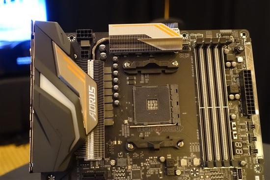 技嘉X470 Gaming 7亮相:原生PCIe 3.0