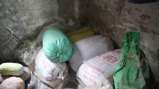 村民将165万现金藏谷堆一顿饭工夫钱竟不翼而飞