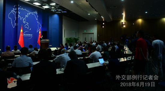 中美贸易战正式打响?外交部:中方不挑起 也不惧怕
