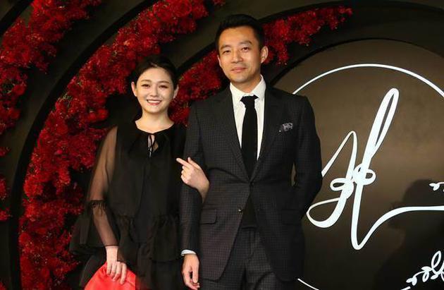 汪小菲与大S婚后育有一对儿女生活美满