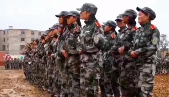 贵州一高校被指故意洒水为军训提供泥地 校方回应