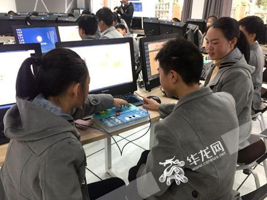 """西大附中VR沉浸式课堂""""真神奇""""三维全景模式授课广受好评"""