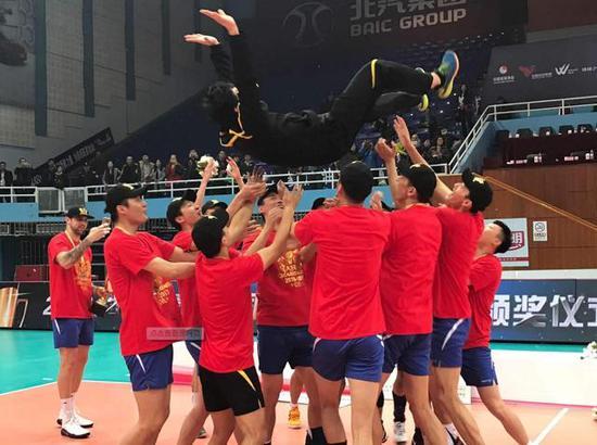 男排联赛-上海队欲冲4连冠 首战3-0横扫四川?