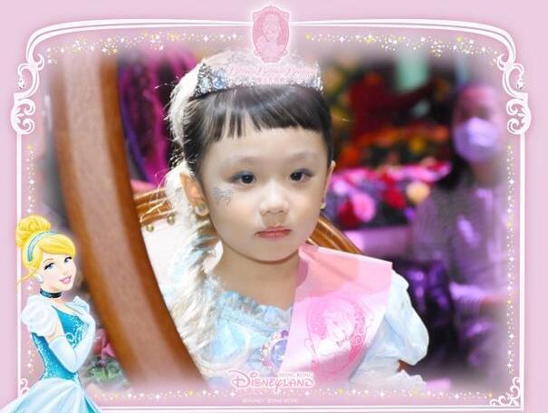 洪欣张丹峰全家逛迪士尼 美丽女儿比妈妈抢镜