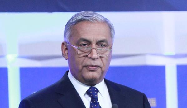 充斥党争债务袭击 巴基斯坦前总理:我仍然有信心
