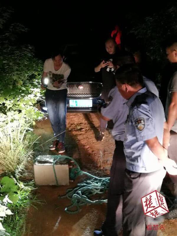 两男潜伏婚庆公司伺机拖走保险柜:电焊切割偷11万