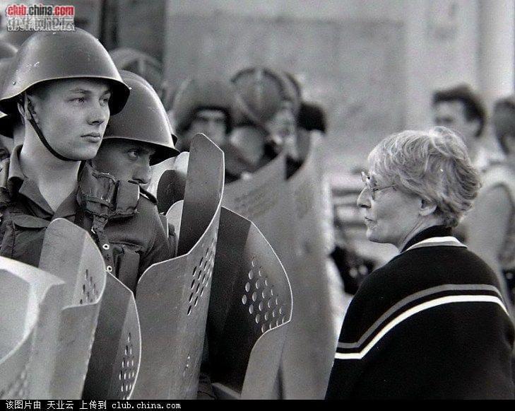 揭秘苏联解体后俄罗斯帝都社会乱象 男男女女...