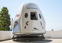 SpaceX公开展示载人飞船 明年有望送宇航员进太