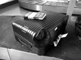 乘客5980元购买的行李箱被压变形 东航:赔偿200元