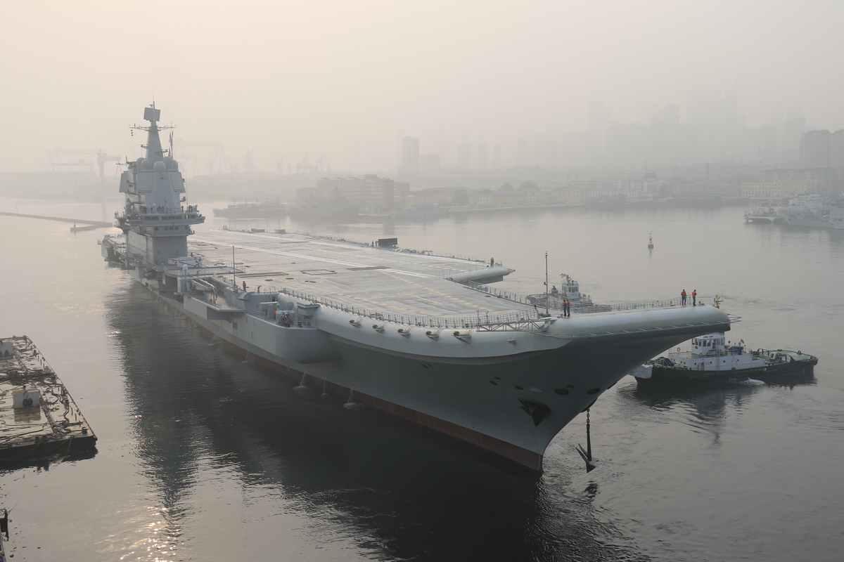 国产航母开启第三次海试!还带了一艘特别的军舰