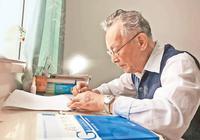 """93岁退休教授写""""网红""""参考书 像聊家常一样讲高数"""