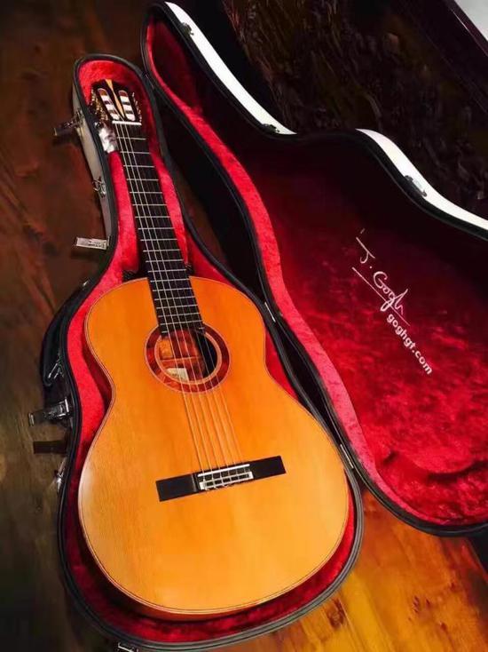 纯手工制作的孤品吉他——海南黄花梨作为背侧板