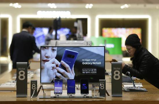 Consumers reviewed Samsung products at a shop in Seoul last year.