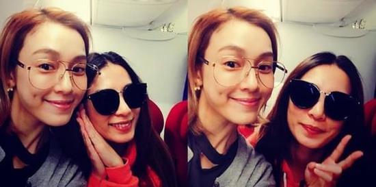 范玮琪和Hebe在机上惊喜巧遇。