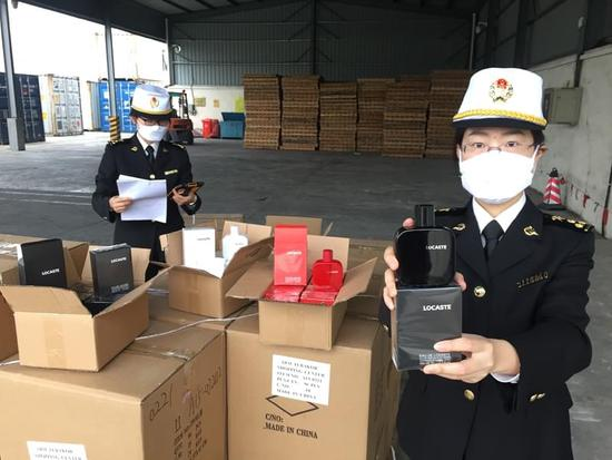 宁波海关查获两批侵权香水(图)